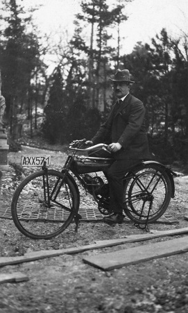 Hermann Papst's moped construction in 1923