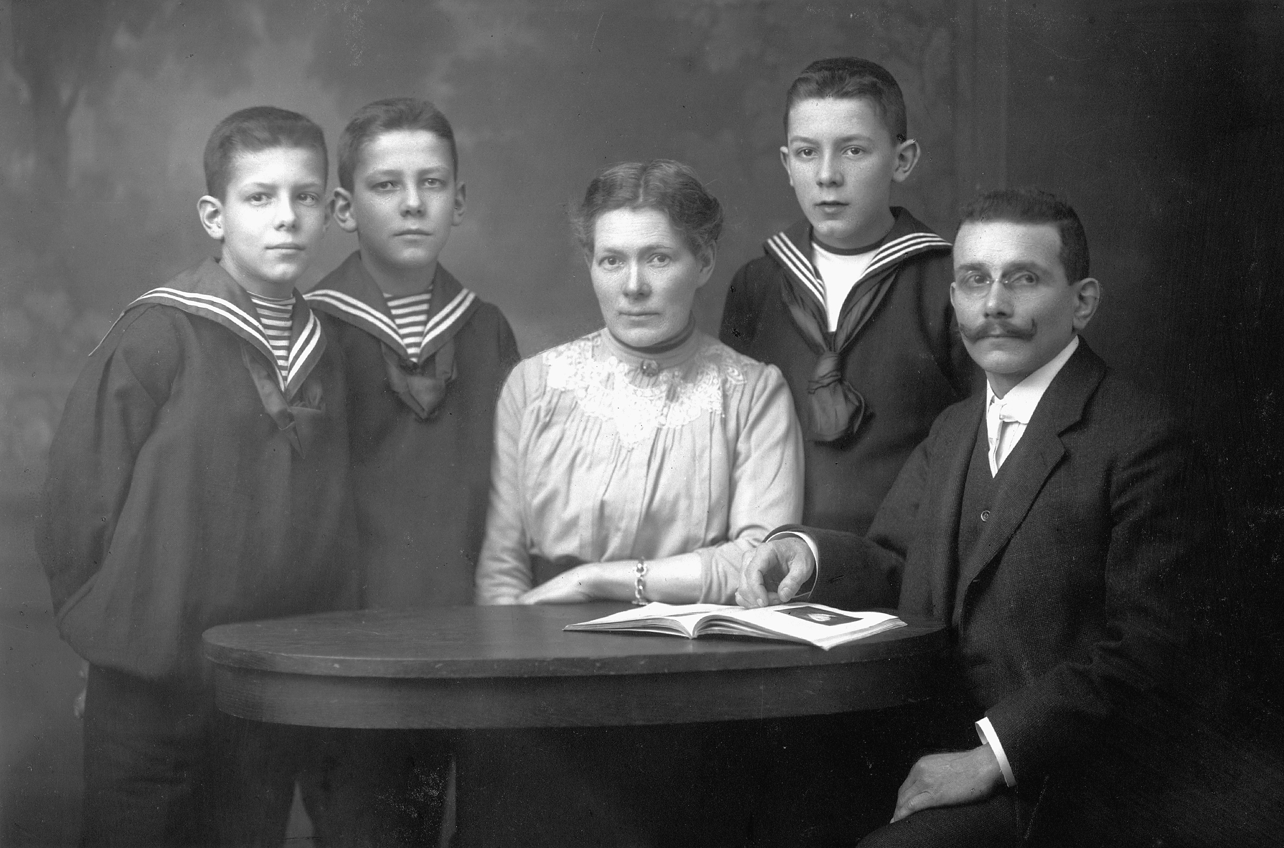 Hugo and Else Papst with theire sons Hermann (right), Fritz and Hans in 1916