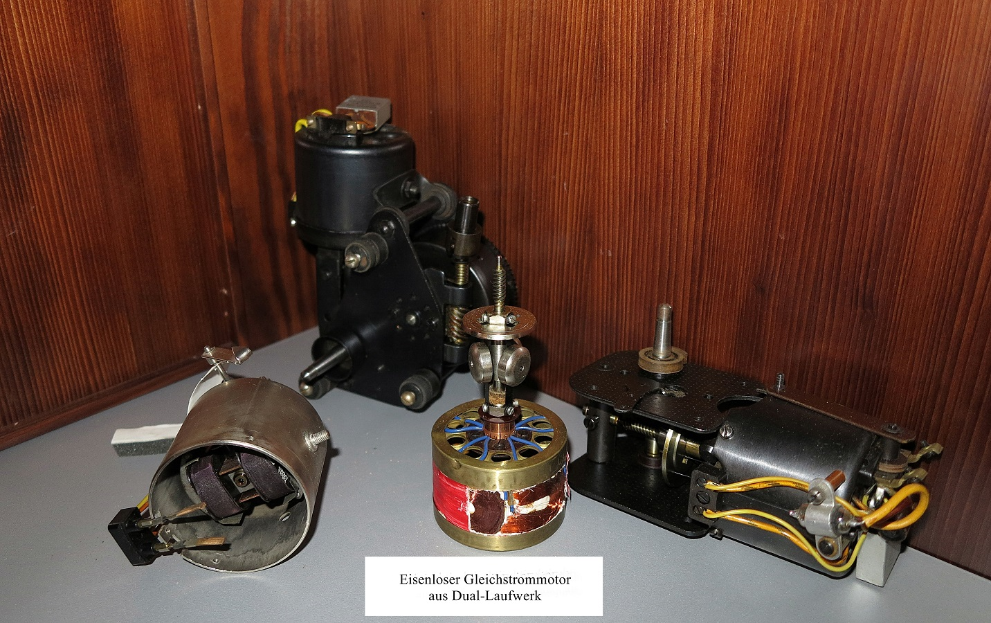 Iron electric motor combined with a spring drive (Dualmotor)