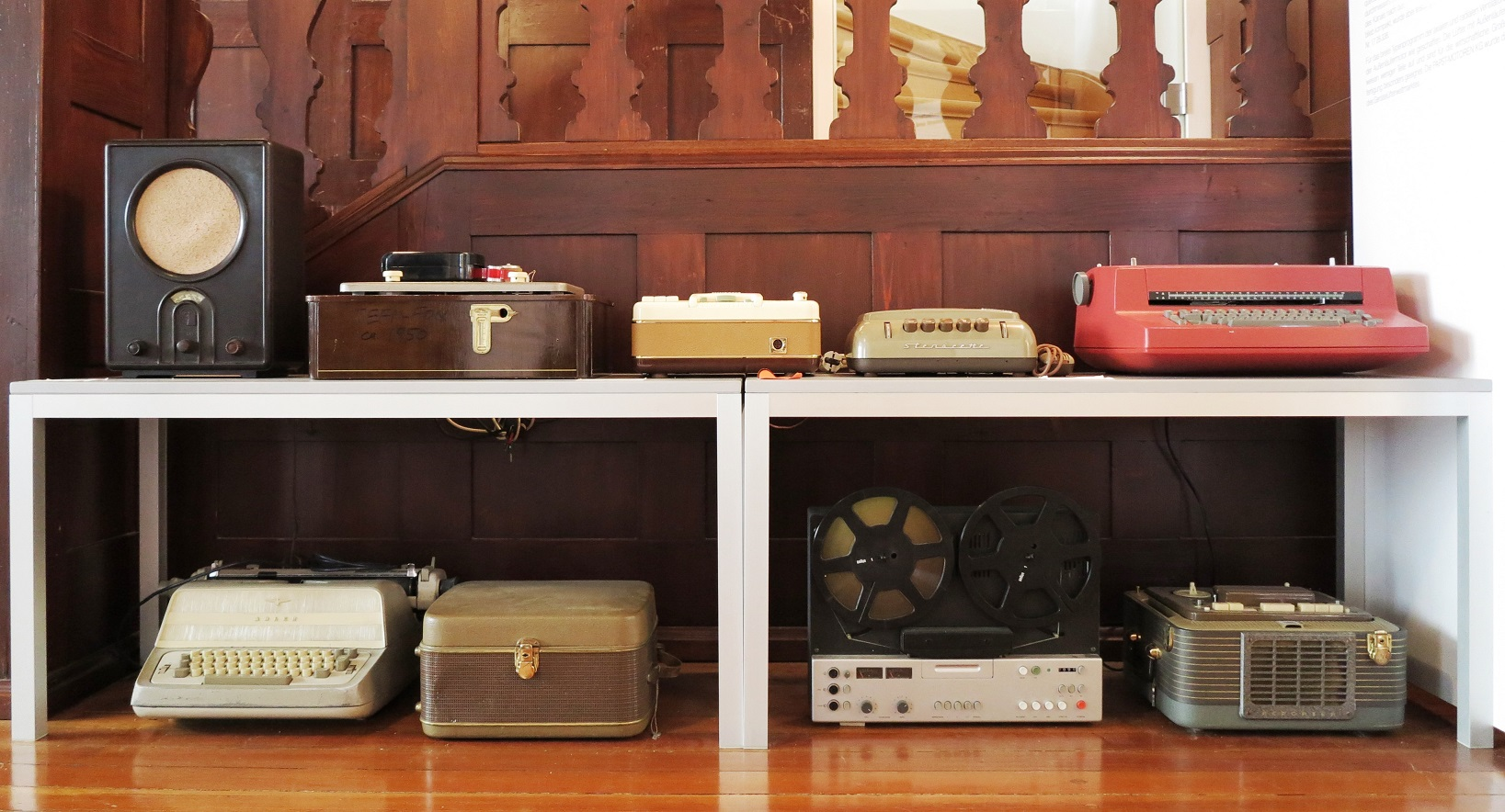 Application examples of the first large volume applications:</br> - 'Volksempfänger' –radio with low overtone loudspeaker </br> - tape recording devices: Grundig, Telefunken, Braun, Dictaphone 'Stenorette'</br> - electric type writers: IBM, Triumph Adler
